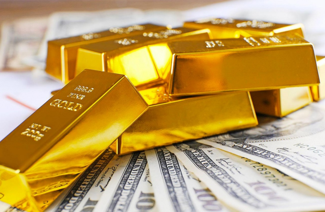 Why are investors rushing into gold?