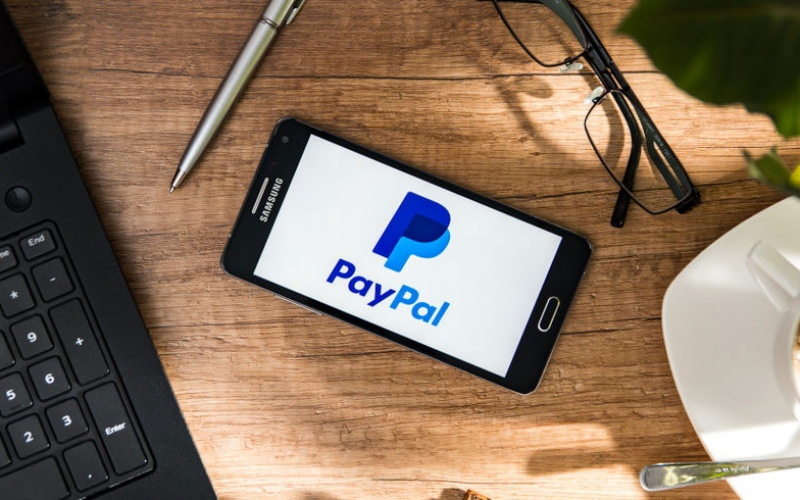 Which brokers accept PayPal for deposits and money withdrawals?